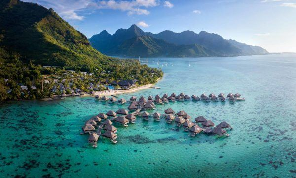 Hilton-Moorea-lagoon luxury hotel honeymoon french polynesia