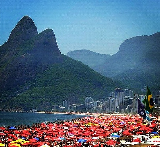 luxury weekend in rio de janeiro ipanema beach very busy
