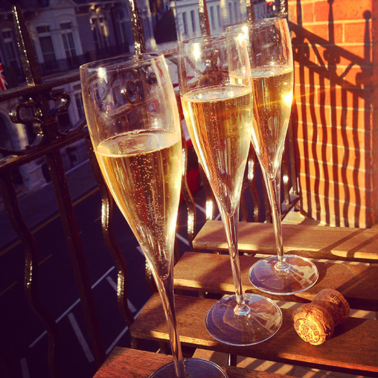 I had guests (read: friends) over each night as it was actually nice to be able to welcome them to my 'London pad'. The little balcony was perfect. We stocked up on champagne from a drinks shop around the corner and everyone really enjoyed the sun!