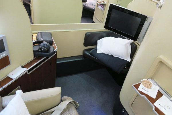 QF1 flight review qantas first class 380 dubai to london first class suite 4