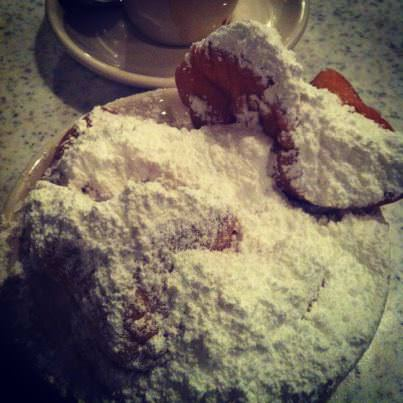 Cafe du Monde - a single portion of beignets.. for 1 apparently!
